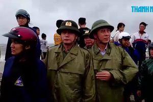Bão số 9 làm sập nhiều đoạn kè ở Bình Thuận
