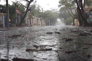 Bão số 9 đang vào: Người Sài Gòn ở nhà vì mưa to, phố vắng tênh