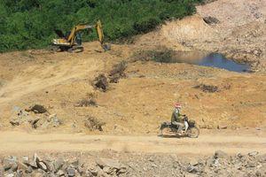 Quảng Bình: Chấn chỉnh vụ dân 'lách luật', xúc cả ngàn khối đất đá đem bán