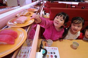 Khan hiếm nhân lực, nhà hàng Nhật đua nhau dùng robot