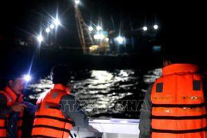 Kịp thời cứu nạn 9 ngư dân lênh đênh trên biển vì tàu hỏng lúc biển động