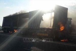 Xe buýt tông xe tải, ít nhất 7 người thiệt mạng