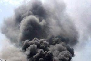 Xưởng sản xuất lốp xe cháy ngùn ngụt, khói bốc cao hàng trăm mét