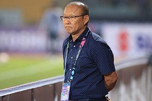 HLV Park Hang-seo 'nắn gân' học trò dù đại thắng Campuchia