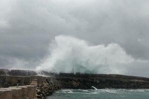 Bình Thuận: Bão số 9 đánh chìm nhiều tàu, thuyền và sạt lở nặng
