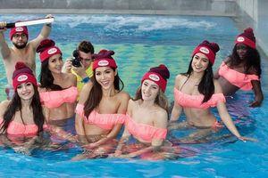 Miss Supranational 2018 'chiêu đãi' fan bằng bộ bikini 'sến rện', với tuyệt chiêu… 'san lấp' vòng 1!