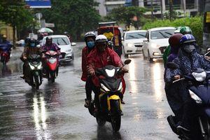 Bão số 9 tấn công Sài Gòn: Mưa nặng hạt kèm gió mạnh, người dân được khuyến khích không nên ra đường