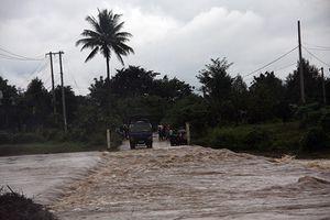 Các cầu tràn ở Khánh Sơn ngập nước, gây chia cắt nhiều nơi