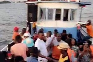 Lật thuyền ở Uganda: 10 người chết, hơn 40 người được giải cứu