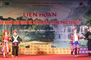 Thú vị với màn trình diễn trang phục dân tộc nguyên gốc của 6 tỉnh Việt Bắc