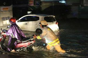 Lực lượng Công an tích cực giúp dân vượt qua cơn bão số 9