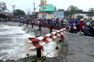 Thanh niên 18 tuổi bị nước cuốn xuống cống trong mưa lịch sử ở Sài Gòn