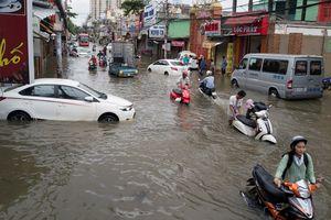 Tuyến đường ngập sâu gần 20 giờ sau trận mưa kỷ lục ở Sài Gòn