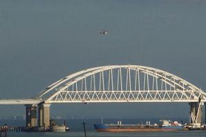 Chiến đấu cơ, Ka-52 Nga đầy vũ khí tuần tra cầu Crimea