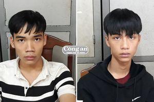 Truy nóng 2 kẻ cướp giật điện thoại của du khách nước ngoài