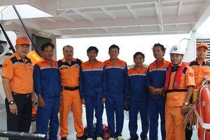 5 ngư dân gặp nạn khi 'liều mình' cứu ghe trong bão số 9 đã an toàn