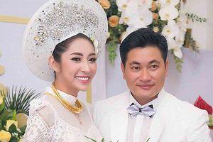 Hoa hậu đại dương Thu Thảo 'theo chồng về dinh' sau khi bão số 9 tan