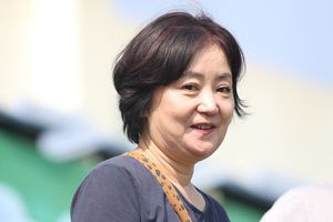 Vợ HLV Park Hang-seo xem tuyển Việt Nam tập luyện