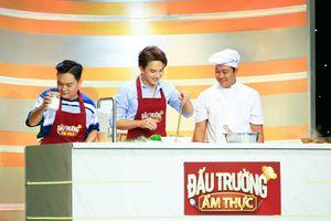 Trai đẹp Khắc Minh trổ tài nấu ăn tại 'Đấu Trường Ẩm Thực'