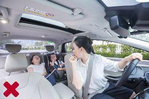 Chuyên gia 'điểm danh' những điều cần tránh làm khi lái xe