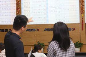 Cuối năm, cổ phiếu nào chiếm ưu thế?