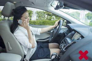 Nhắn tin khi lái xe cũng giống như bạn đang lái xe khi nhắm mắt