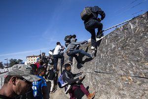 Mỹ mở lại cửa khẩu biên giới ở bang California nối với Mexico