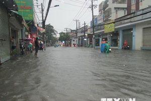TP.HCM: Nhiều nơi còn ngập nặng, giao thông ùn tắc cục bộ