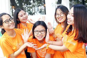 Ca sĩ Hoàng Bách cùng hàng ngàn sinh viên Hà Nội nhảy vì sự tử tế