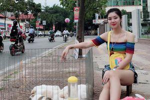 Cộng đồng mạng chết mê chết mệt với hot girl bán thú cưng bên lề đường