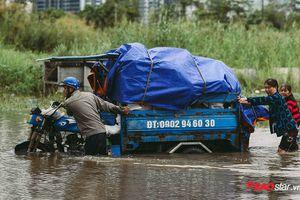 Mưa lũ lịch sử ở TP.HCM: Nước ngập nửa người khiến nhiều xe cộ hư hỏng, rác thải ứ đọng nhiều tuyến đường