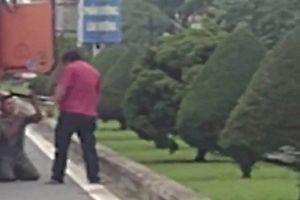 Trích xuất camera xem xét hành vi tài xế container bắt đồng nghiệp quỳ lạy giữa đường