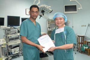 Bác sĩ nước ngoài đến Việt Nam học phẫu thuật nội soi tuyến giáp