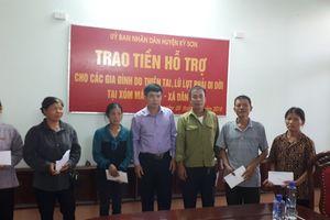 Kỳ Sơn (Hòa Bình): Hỗ trợ kinh phí cho 8 hộ phải di dời do thiên tai lũ lụt