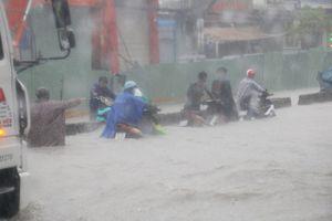 Sài Gòn: Ngập khắp nơi, 1,7 triệu học sinh được nghỉ học
