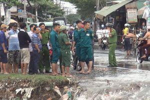 TP. HCM: Trên đường đi làm về, nam thanh niên bất ngờ bị nước cuốn trôi