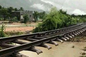 Thông tuyến đường sắt Bắc - Nam sau tàn phá của bão số 9