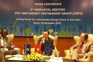 Đa dạng vốn đầu tư, tính giá điện theo thị trường để phát triển bền vững ngành năng lượng