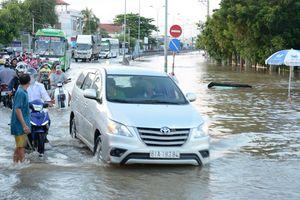 Quốc lộ 1 qua Bình Thuận ngập sâu kéo dài hơn 1 km