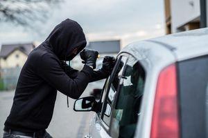 Tên trộm ngớ ngẩn nhất năm bị xe đánh cắp chèn gãy chân