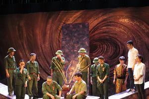 Nhà hát Kịch Việt Nam tổ chức đêm diễn khích lệ tinh thần NSND Anh Tú đang bệnh nặng