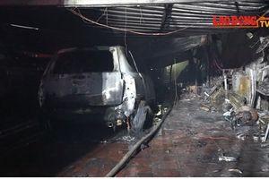 Cận cảnh hiện trường bên trong gara bị cháy thiêu rụi nhiều ô tô