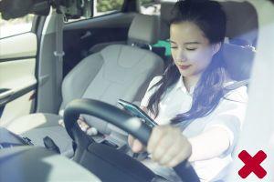 Nhắn tin khi lái xe: Không khác gì bị bịt mắt khi cầm lái