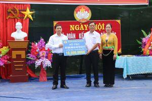LĐLĐ tỉnh Hòa Bình hỗ trợ xây dựng nhà bia ghi tên liệt sĩ