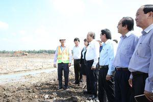 Phó Thủ tướng thăm dự án Nhà máy điện mặt trời tại huyện Đức Huệ