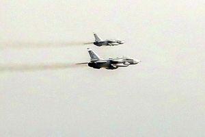 Anh tố 17 chiến đấu cơ Nga 'kèm cặp' tàu chiến NATO gần Crimea