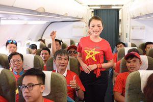 Cổ động viên được bay cùng đội tuyển Việt Nam từ Philippines về nước