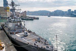 Cận cảnh khu trục hạm áp tải tàu sân bay Mỹ tới Hong Kong