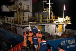 Tàu hàng Hải Minh 36 va phải bãi đá ngầm, 3 người rơi xuống nước