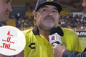 Maradona xúc động đến 'thụt cả lưỡi'